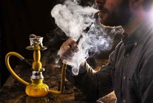 Police arrest 49 shisha smokers caught breaking curfew rules