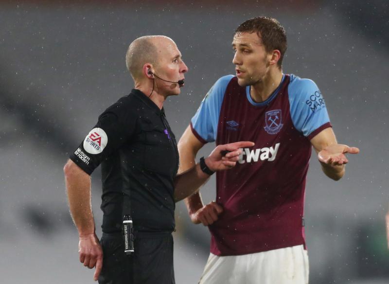 Referee Mike Dean 'sent death threats', asks to sit out next Premier League games