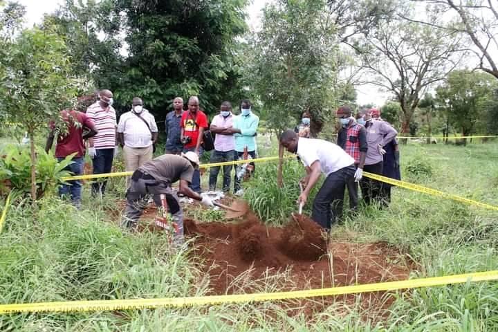 Shock: Kakamega man exhumes daughter's body from fresh grave