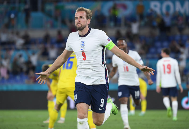 Tottenham want captain Kane to stay, says director Paratici