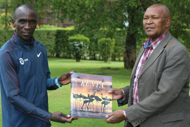 Book with legends signatures is unveiled