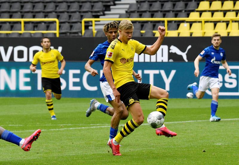 Dortmund demolish Schalke to close gap on Bayern