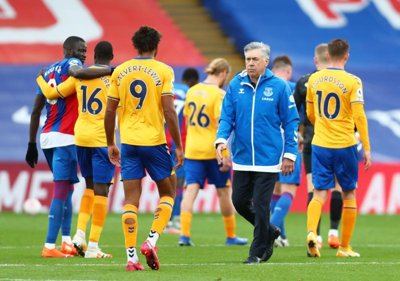Everton win again after penalty controversy at Palace
