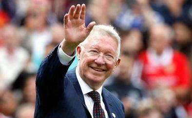 Ferguson congratulates old rival Dalglish on Liverpool's title win