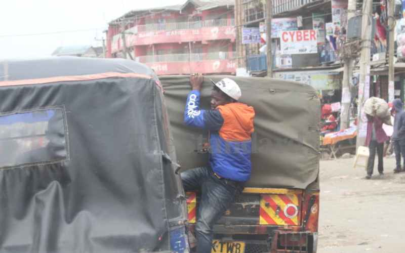 Insecurity and traffic congestion making workers less productive