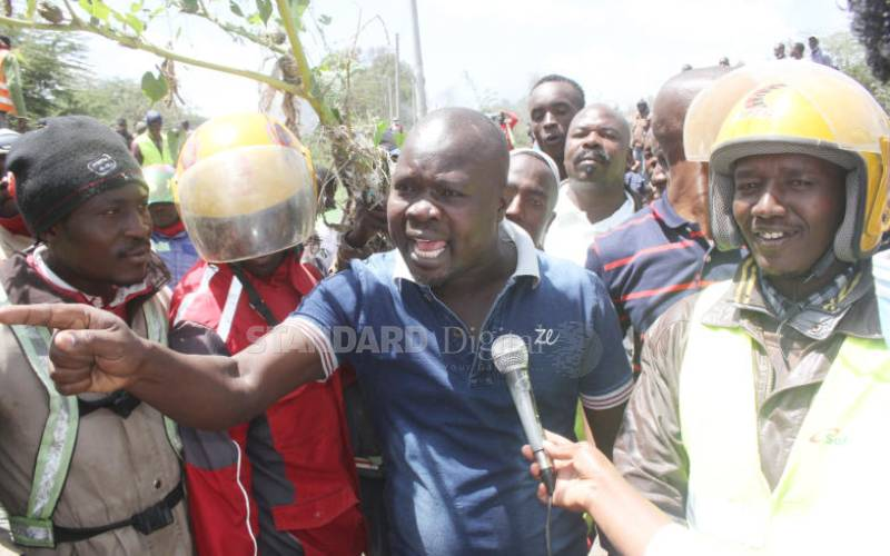 Kitengela residents protest against laxity to repair bridge