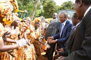 President Uhuru starts his Western tour, says it's too early to campaign
