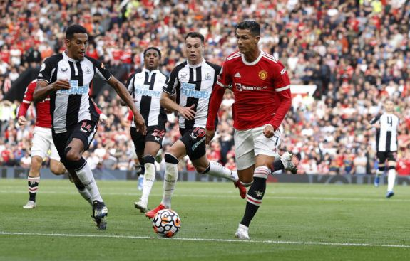 Ronaldo debut double as Man United overwhelm Newcastle