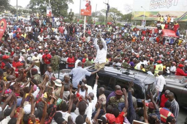 Uhuru tells off Raila over Sh38b dam plan, warns against hatred