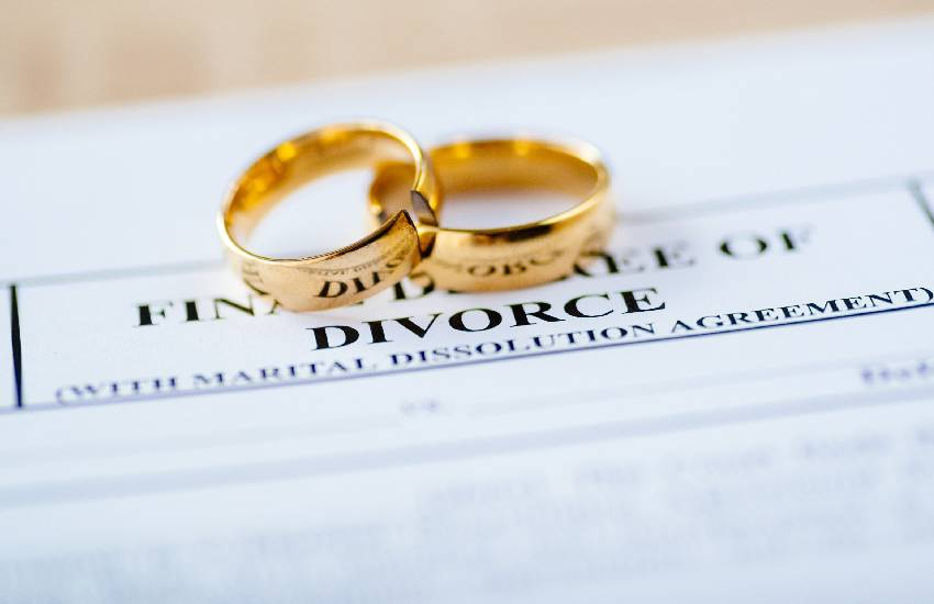 Divorce leads to depression, hypertension, insomnia