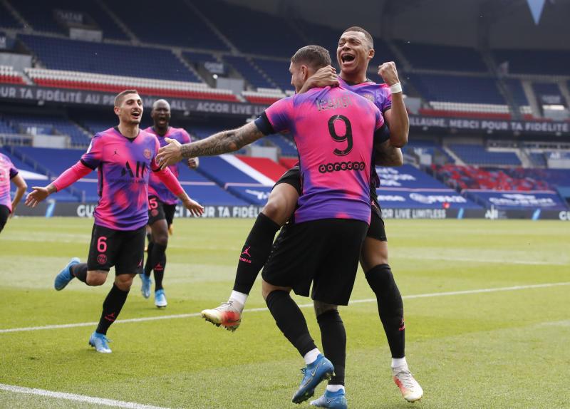 Icardi goal at the death boosts PSG title bid