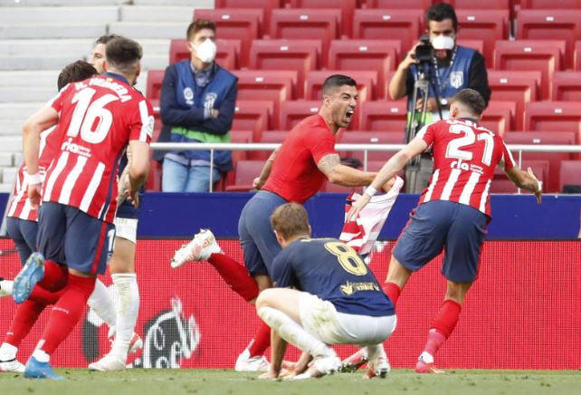 PHOTOS: Suarez goal at death sends Atletico to brink of La Liga trophy