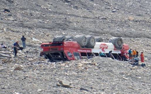 Three dead, several injured after glacier tour bus rolls over in Canadian national park