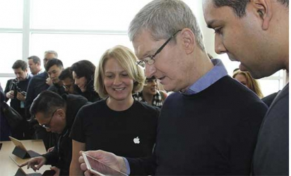 Apple extends product lineup with smaller smartphone, tablet