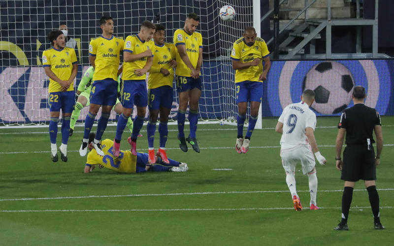 Benzema brace sends Real top of La Liga