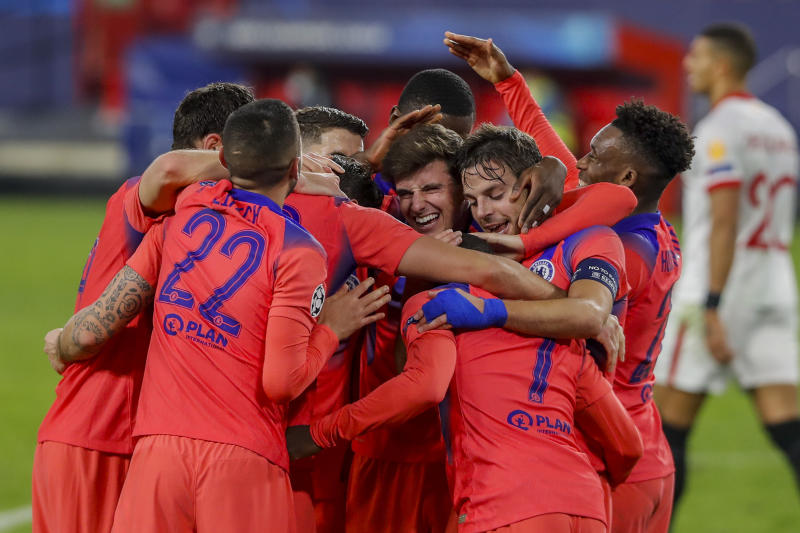 Four-goal Giroud seals top spot for dominant Chelsea at Sevilla