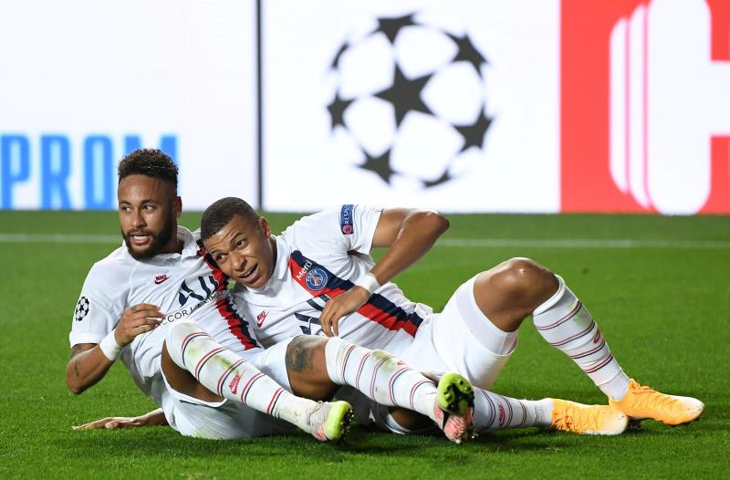 Last-gasp PSG beat Atalanta to reach Champions League semis