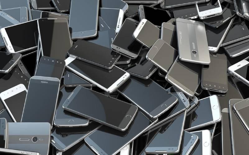 Men dominate the smartphone market in Kenya, survey