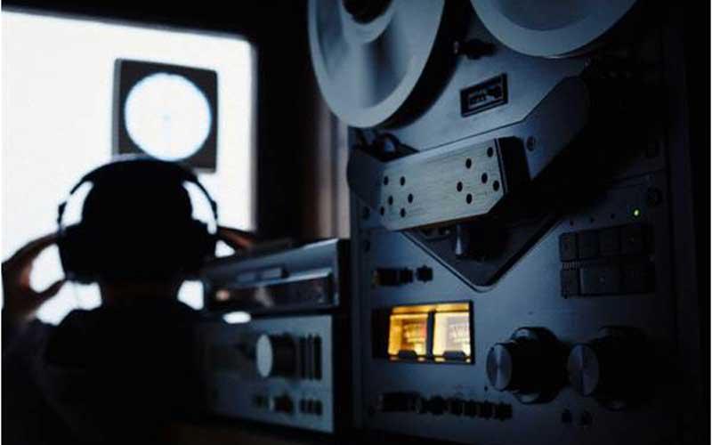Regulator lacks motive, tools to tap private calls