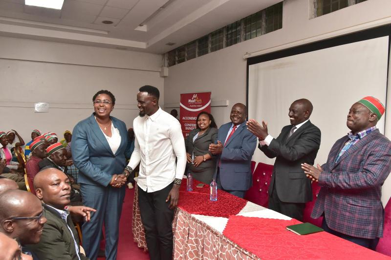 Deputy President William Ruto, Malindi MP Aisha Jumwa and Jubilee Kibra candidate McDonald Mariga during a meeting with African Divine Church members (Photo: Rebecca Nduku/DPPS)