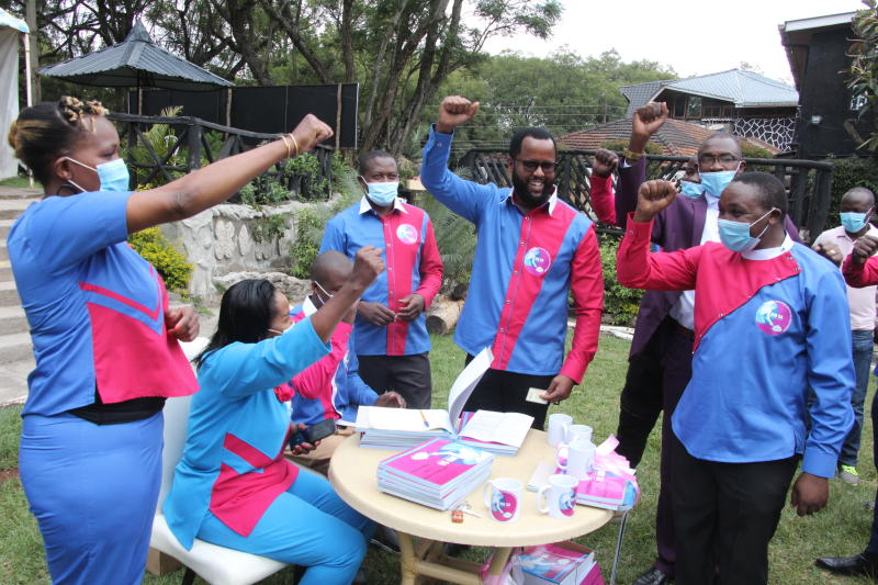 Small parties in race to garner support ahead of 2022 elections