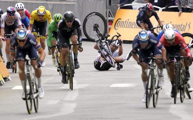 Tour de France drops lawsuit against fan who caused crash