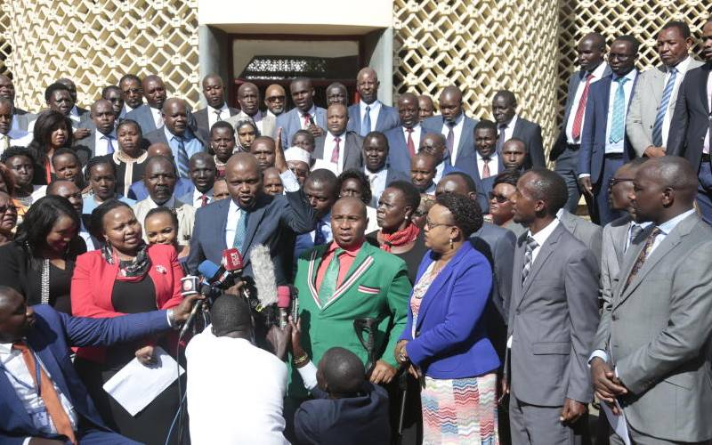 Angry Uhuru reads riot act to Ruto allies, demands respect