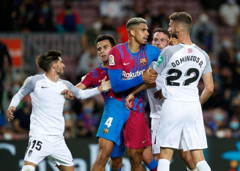 Barca scrape late draw with Granada as fans stay away