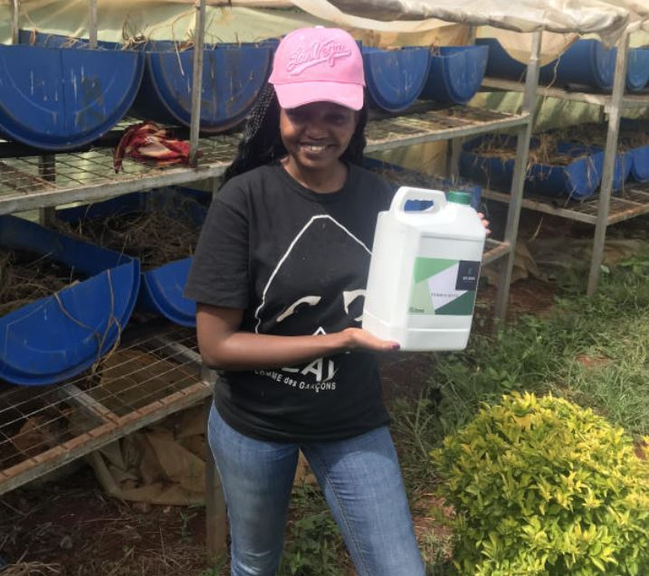Campus girl harvests rare wealth from worm, rabbit farming