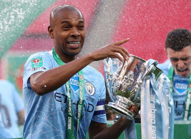 Fernandinho signs new one-year contract at Manchester City