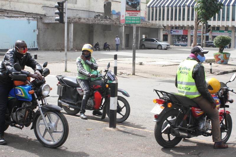 Boda boda operators keep social distance as they wear masks at the junction of Kenyatta Avenue and Muindi Mbingu Street (Photo: Collins Kweyu)