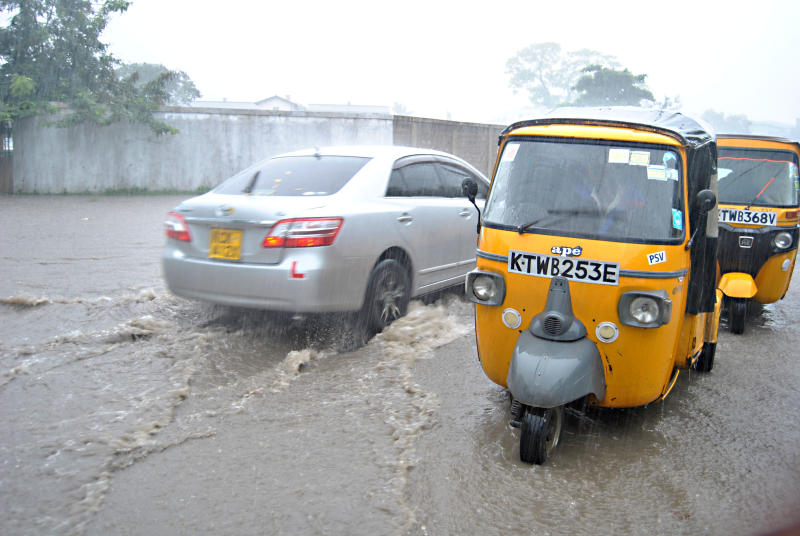 Vehicles wade through water in Mambasa, business was also effected. (Photo: Omondi Onyango)