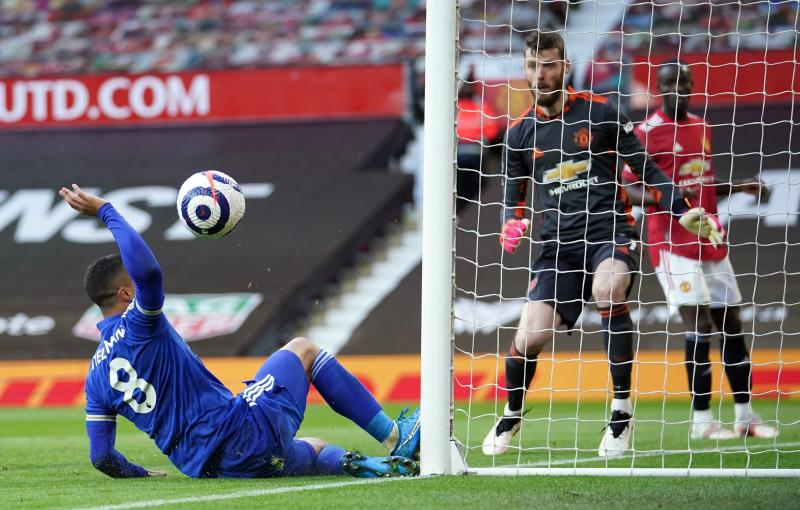 Man United lose to Leicester to hand title to Man City