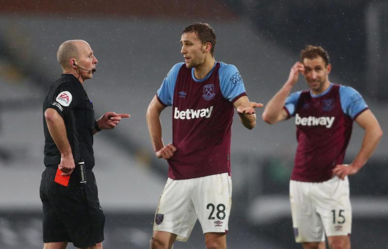 Referee Dean to make Premier League return after death threats