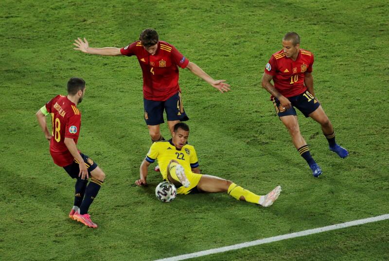 Spain point finger at La Cartuja pitch after Sweden stalemate