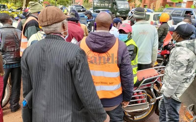 Suspected motorbike thief stoned, set on fire