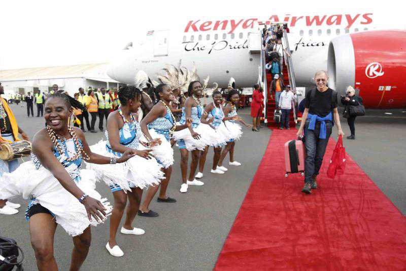 Passengers and crew praise smooth first return flight from US