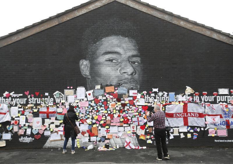 'We love you' - England football fans defend Rashford after racist abuse