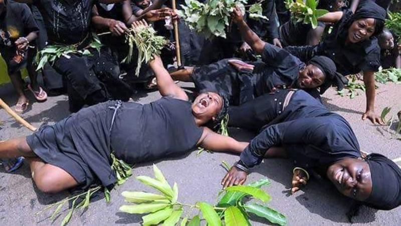 Why village professional mourners are crying in the funeral toilet