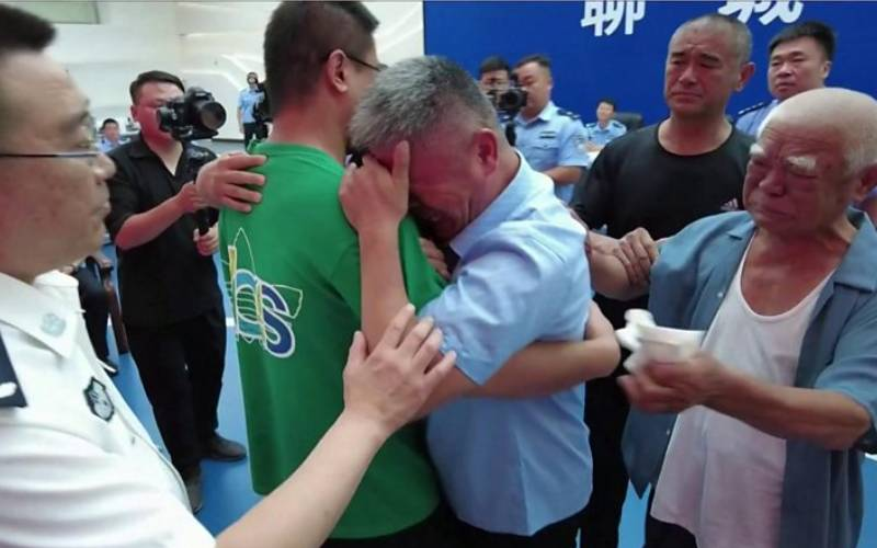 After 24-year search, Chinese man reunited with kidnapped son