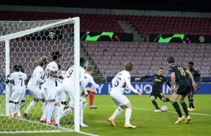 Ajax score early in away win over Midtjylland
