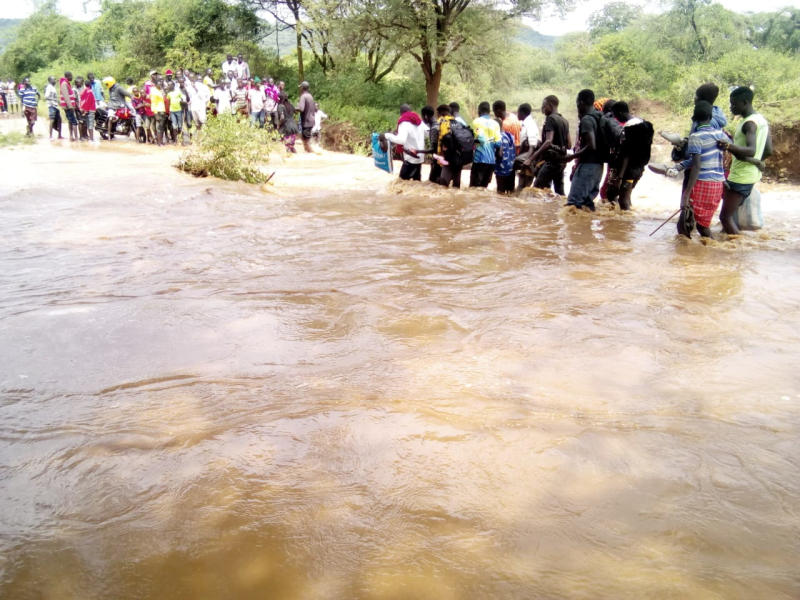 Residents of Tangulbei trading Center in Tiaty, Baringo County moving to higher grounds following flooding in the area.