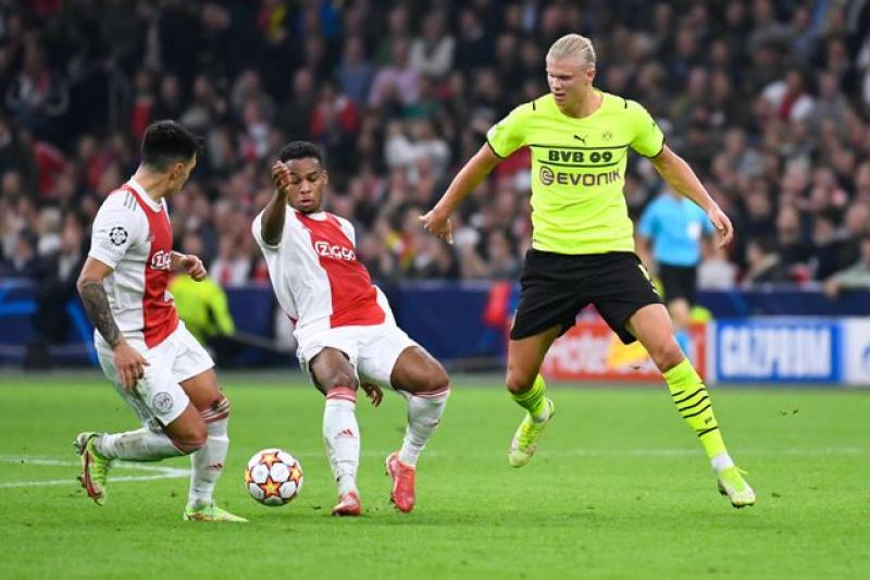 Dominant Ajax beat Dortmund 4-0 in Champions League