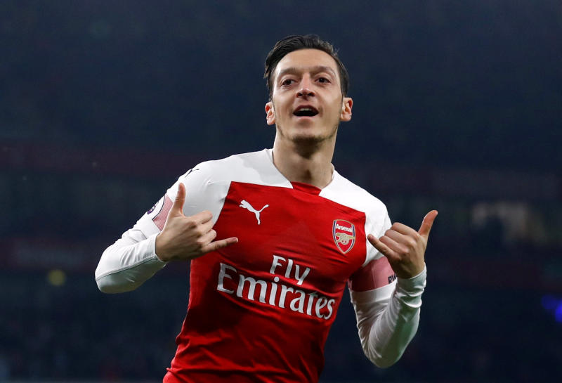 Ozil sends blunt message to Arteta, contradicts Arsenal boss