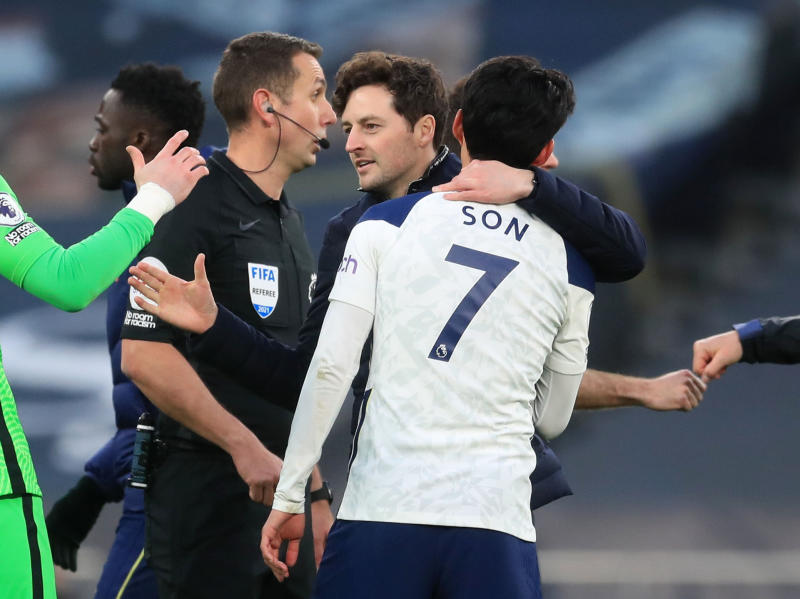 Son's late penalty revives Tottenham's top-four hopes