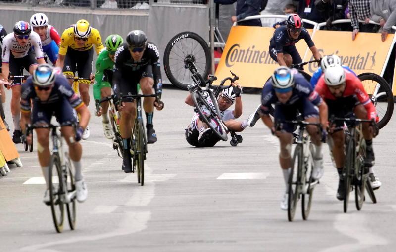 Spectator who caused Tour de France crash arrested