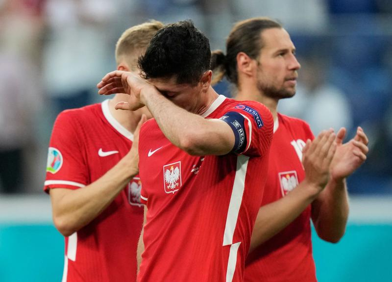 Sweden win group, send Poland home in last-ditch win