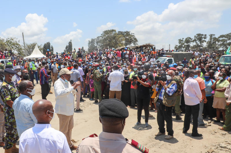 President Uhuru Kenyatta interacts with wananchi at Jilore Secondary School grounds during his tour of various development projects in the Coast region.