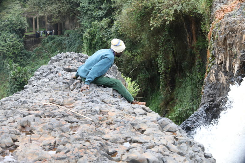 A search team plans to search for the body of a middle aged man who slipped and fell into Muruguru falls in the outskirts of Nyeri town, while taking a selfie in the company of his girlfriend. (Photo: