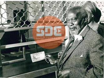 First ever Kenyan currency: When Jomo held the first Kenyatta 100 shilling note